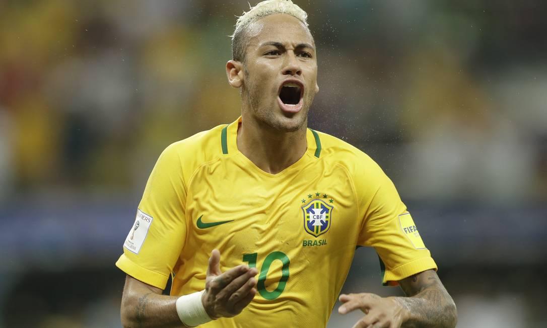 Neymar comemora o segundo gol do Brasil sobre a Colômbia em Manaus Andre Penner / AP