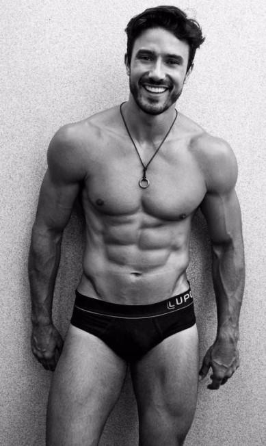 """Lucas comenta que gosta mais de cuecas cavadas. """"Nada de boxe"""", diz Arquivo Pessoal"""