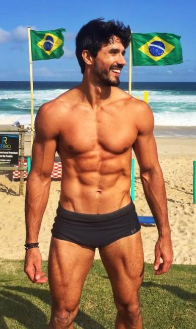"""Lucas Gil fala que não tem vergonha de posar com pouca roupa: """"Normal. Tem que estar com um físico atlético"""" Arquivo Pessoal"""