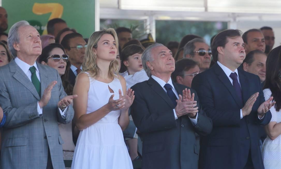 O desfile marca o primeiro evento de Michel Temer como presidente efetivo. É também a primeira aparição pública de Marcela como primeira-dama Foto: Ailton Freitas / Agência O Globo