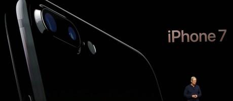 Tim Cook, CEO da Apple, apresenta o novo iPhone 7 Foto: Beck Diefenbach / Reuters