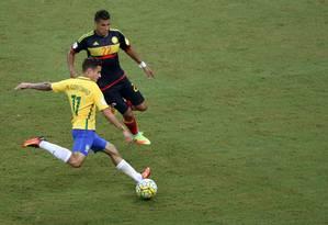 Philippe Coutinho entrou bem durante o jogo em Manaus, na vitória do Brasil sobre a Colômbia Foto: PAULO WHITAKER / REUTERS