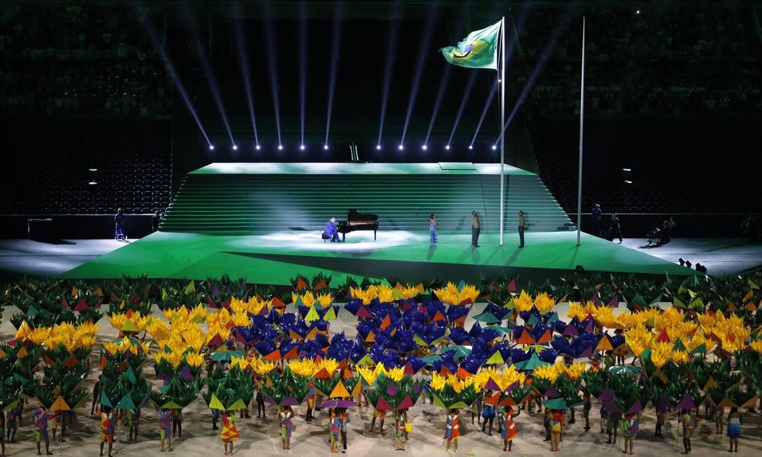 O maestro João Carlos Martins tocou o Hino Nacional, durante a festa de abertura Pablo Jacob / Agência O Globo
