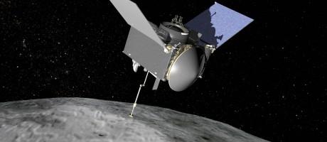 Ilustração da Nasa mostra a sonda Osiris-Rex com seu braço robótico estendido para coletar amostra do asteroide Bennu Foto: Nasa