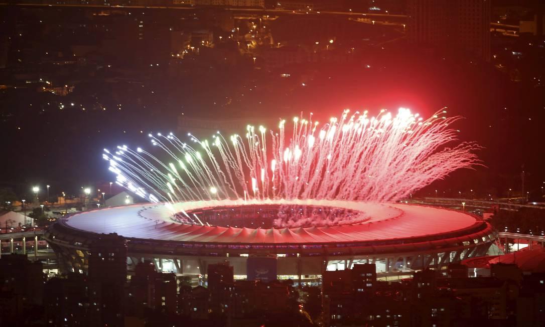 Queima de fogos na cerimônia de abertura da Paralimpíada Marcelo Carnaval / Agência O Globo