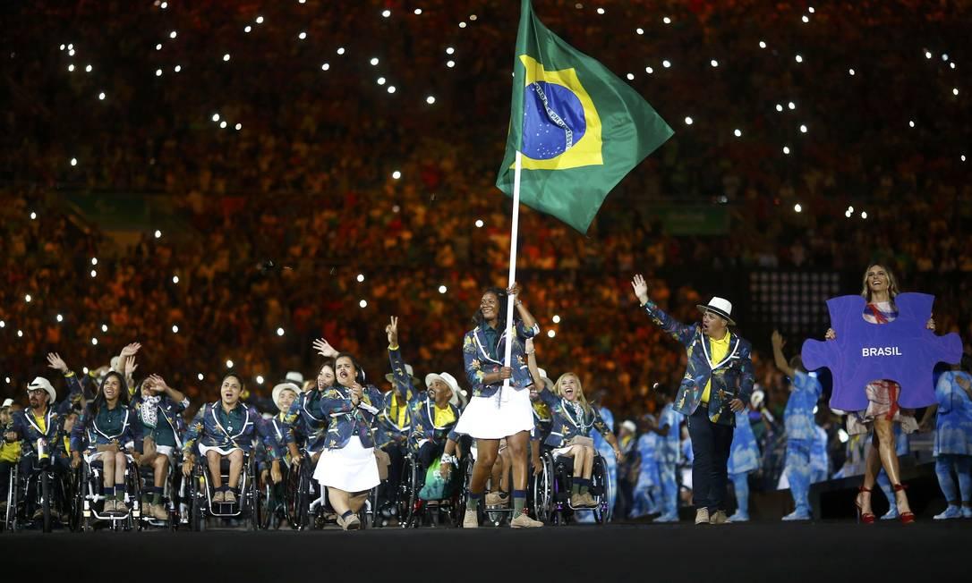 Delegação brasileira desfila na festa de abertura dos Jogos Paralímpicos, no maracanã RICARDO MORAES / REUTERS