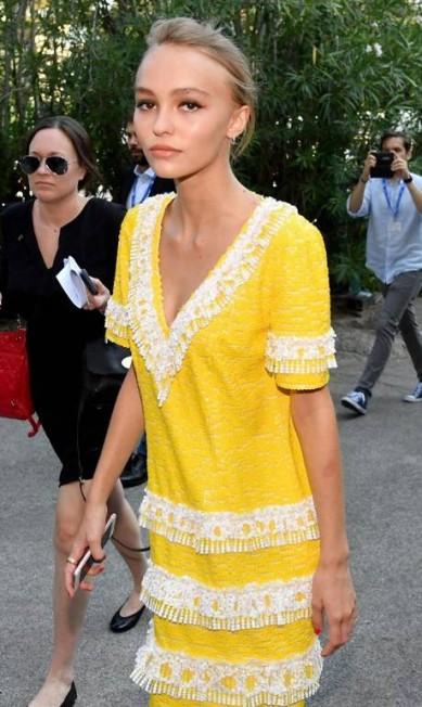 Lilly-Rose Depp à bordo de um Chanel Ettore Ferrari / AP