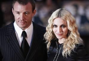 Guy Ritchie e Madonna, em 2008 Foto: STEPHEN HIRD / REUTERS