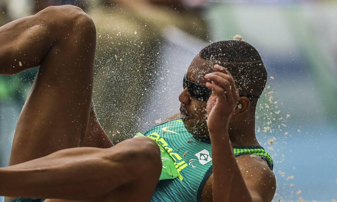 Com a marca alcançada, o atleta, crava seu nome na História dos Jogos Paralímpicos Guilherme Leporace / Agência O Globo
