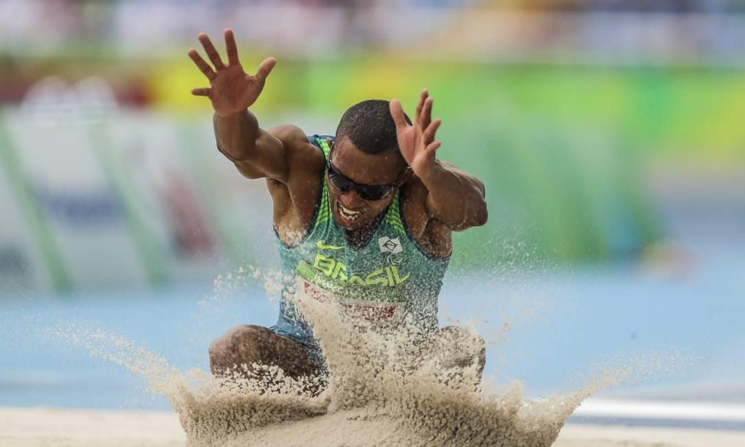 O atleta alcançou a marca de 6,52m na última tentativa Guilherme Leporace / Agência O Globo