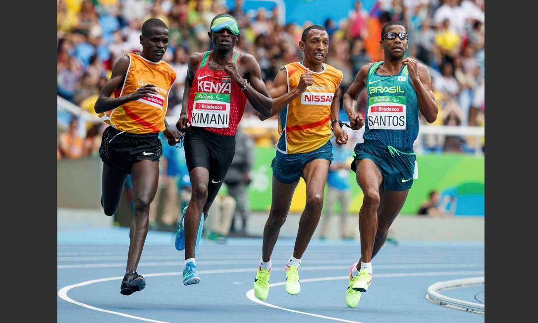 O queniano Samwel Kimani levou a medalha de ouro HANDOUT / REUTERS
