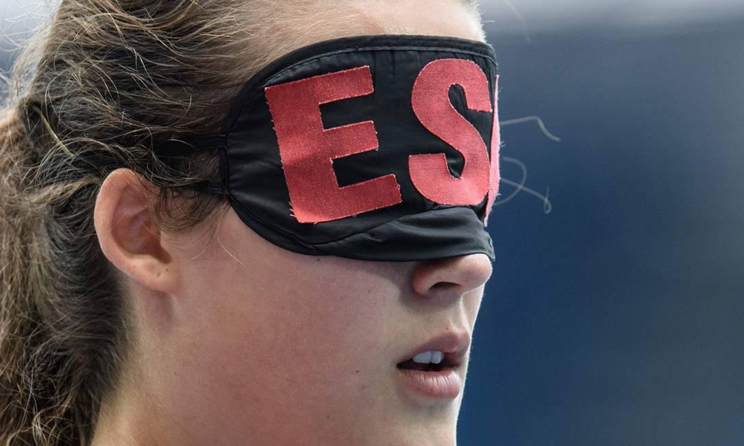 A espanhola Lia Beel Quintana após competir no atletismo, 110m, categoria T11, para deficientes visuais YASUYOSHI CHIBA / AFP