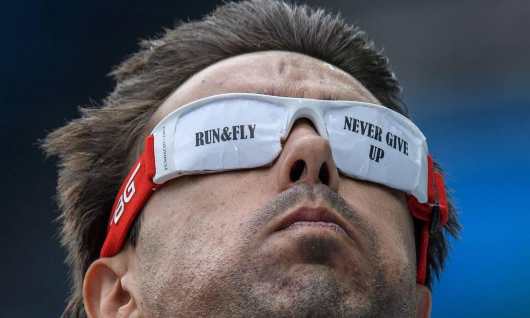 Corra e voe. Nunca desista. E a mensagem do espanhol Xavier Porras YASUYOSHI CHIBA / AFP
