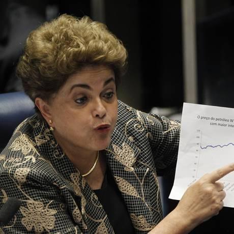 A ex-presidente Dilma Rousseff durante sessão de julgamento no Senado Foto: Givaldo Barbosa / Agência O Globo / Arquivo / 29/08/2016