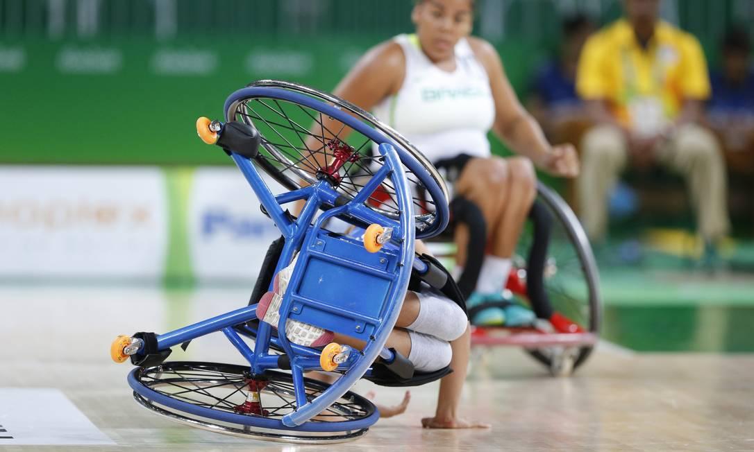 Brasil e Argentina se enfrentaram no basquete feminino em cadeira de rodas, nesta quinta-feira Pablo Jacob / Agência O Globo