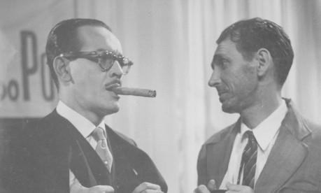 """""""Balança mas não cai"""". Paulo Gracindo (à esquerda) e Brandão Filho interpretam o Primo Rico e o Primo Pobre nos anos 50 Foto: Reprodução"""