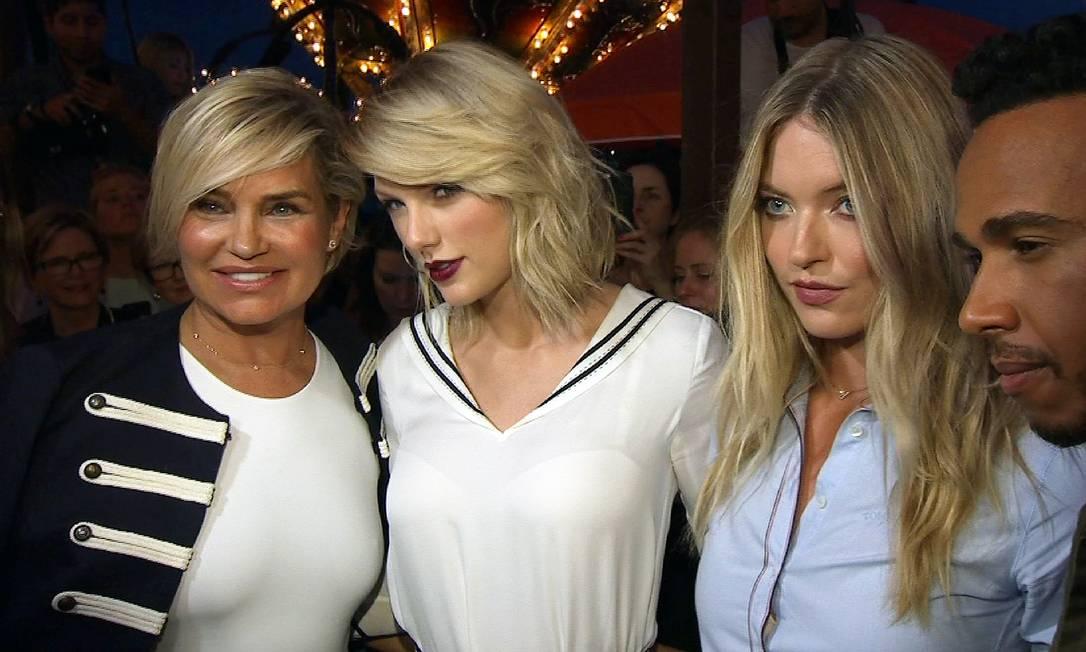Nem mesmo a presença de Taylor Swift conseguiu ofuscar o brilho de Yolanda Hadid (à esquerda), mãe de Gigi Hadid. A beleza de Yolanda, uma personalidade da televisão americana, roubou a cena. Na imagem, Martha Hunt e Lewis Hamilton Zoran Drakulic / AP