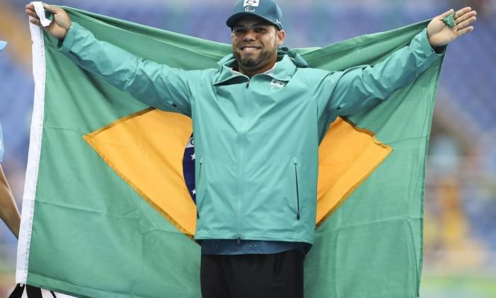 Claudiney dos Santos ganha ouro no lançamento de disco masculino F56 Foto: Agência O Globo