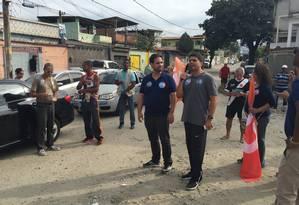 Pedro Paulo discursa em Realengo, ao lado do vereador Jairinho Foto: Agência O Globo / Marco Grillo