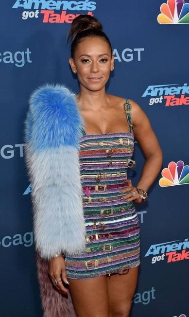 """Nas últimas semanas, Mel B vem investindo em looks sensuais no tapete vermelho. Ela, usou, por exemplo, esse vestidinho no programa """"America's Got Talent"""" Mike Windle / AFP"""