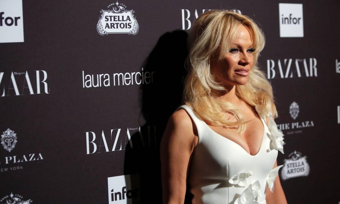 A decotada Pamela Anderson em festinha de semana de moda ANDREW KELLY / REUTERS