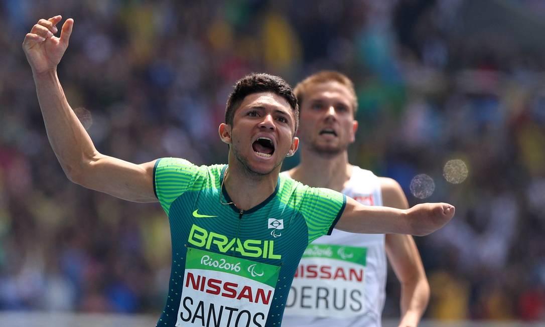 Petrucio vibra após a conquiosta do ouro nos 100m rasos Pablo Jacob / Agência O Globo