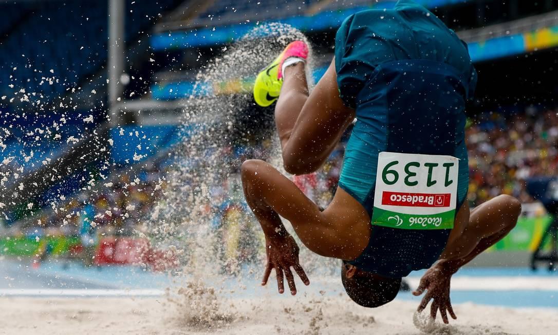 O brasileiro Ricardo Costa, do salto em distância, categoria T11 Washington Alves / Exemplus/COB
