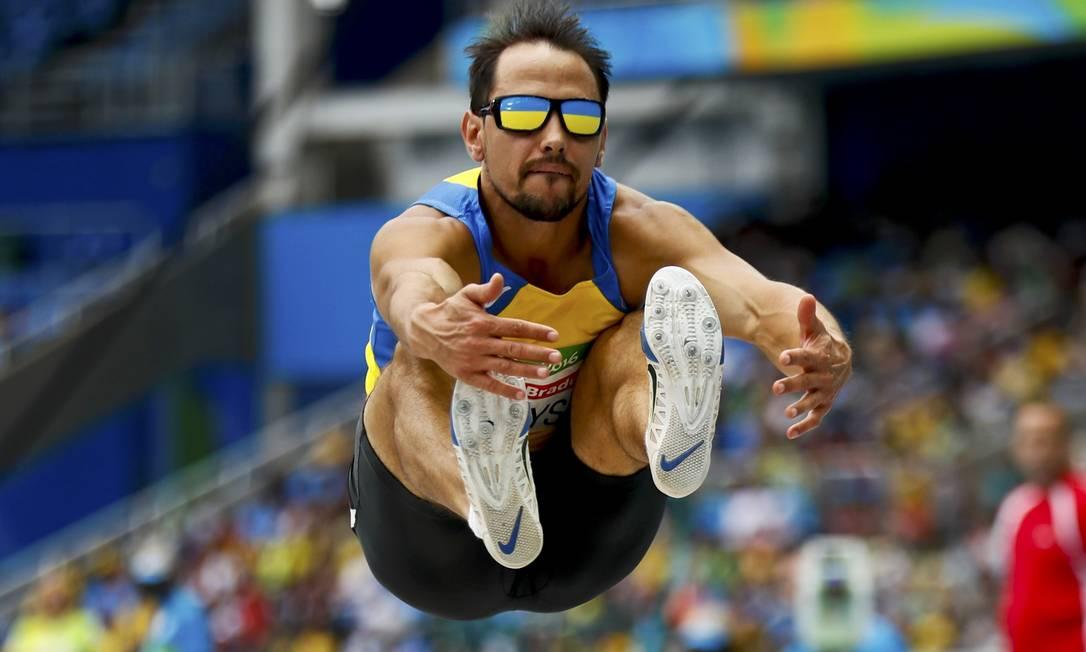 Ruslan Katyshev, atleta da Ucrânia no salto em distância JASON CAIRNDUFF / REUTERS