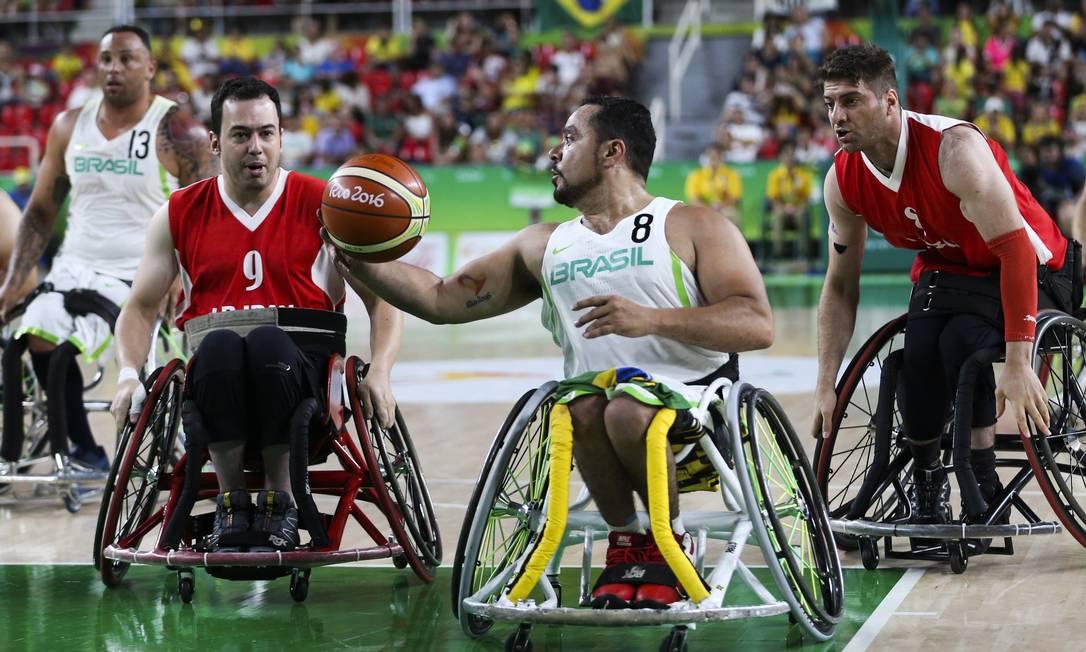 O jogo entre Brasil e Irã foi bastante disputado, mas os brasileiros acabaram prevalecendo Monica Imbuzeiro / Agência O Globo