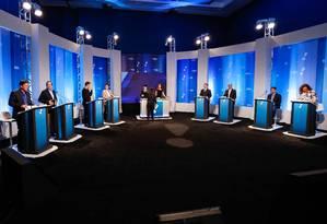 Os candidatos a prefeitura do Rio durante debate promovido pela Rede TV Foto: Agência O Globo