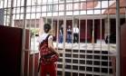 A Unicarioca, na Avenida Paulo de Frontin, com portão fechado Foto: Márcia Foletto / Agência O Globo