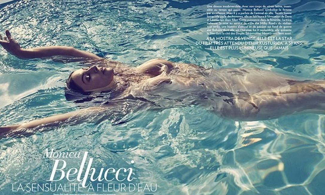 """Não importa quanto tempo passe, Monica Bellucci dificilmente vai perder o título de uma das atrizes italianas mais sensuais de todos os tempos. O novo ensaio da revista """"Paris Match"""", em que ela aparece totalmente nua, é prova disso Divulgação / Paris Match"""