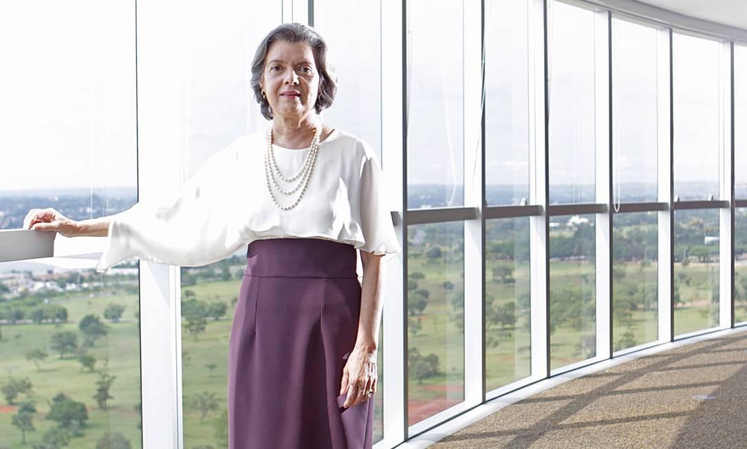 Cármen Lúcia foi eleita Personalidade do Ano no Prêmio Faz Diferença, dado pelo GLOBO, em 2015 Foto: André Coelho / Agência O Globo
