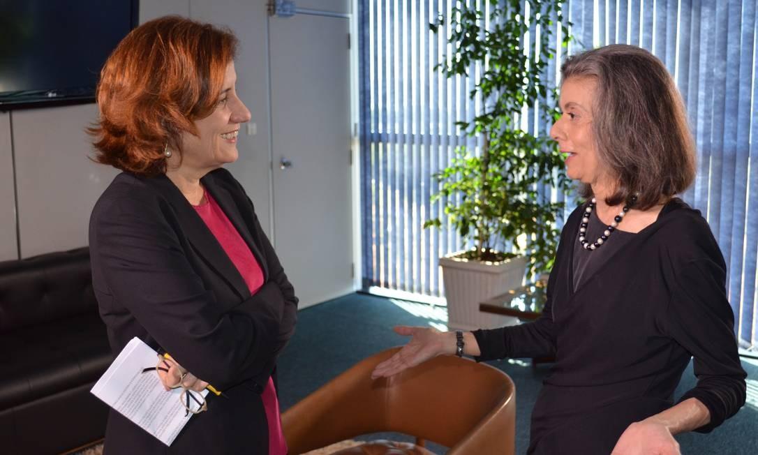 Cármen Lúcia durante entrevista à jornalista Miriam Leitão em 2015, quando a ministra foi relatora do processo sobre biografias não autorizadas no Supremo Tribunal Federal (STF) Foto: O Globo