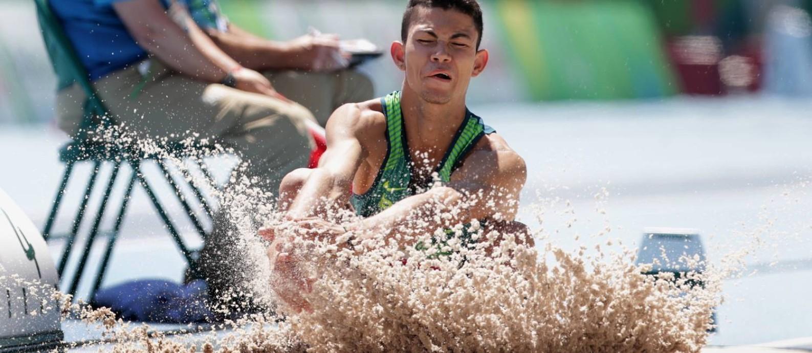 O brasileiro Rodrigo Parreira conquistou a prata no salto em distância masculino na categoria T36. Foto Foto: Márcio Alves / Agência O Globo