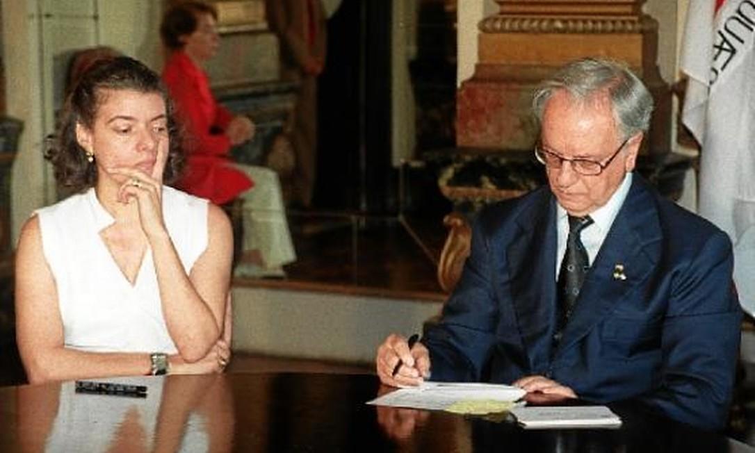 Em 1999, com o então governador de Minas Gerais, Itamar Franco, que a nomeou procuradora-geral do estado Foto: Arquivo