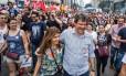 O prefeito de São Paulo, Fernando Haddad (PT), participa de ato contra o governo Temer