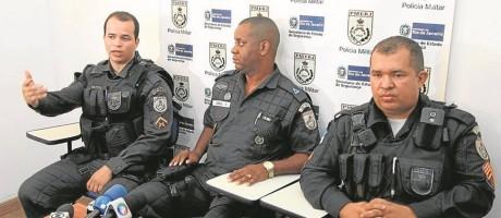 Os policiais que prenderam o oficial: Claudio Mattos, Ismael Silva Filho e Chouber Batista Foto: Paulo Nicolella