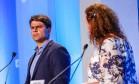 Pedro Paulo (PMDB), ao lado de Jandira Feghali (PCdoB), durante debate promovido pela Rede TV: candidato à sucessão de Paes tem mais alta taxa de rejeição Foto: Gustavo Serebrenick/Brazil Photo Press