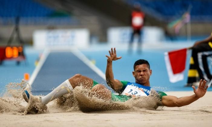 Mateus Evangelista levou o bronze no salto em distância no Open de Atletismo Paralímpico, evento-teste realizado em maio, no Engenhão Foto: Miriam Jeske/brasil2016.gov.br