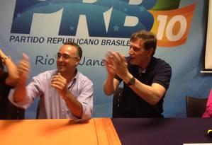 Marco San (PSB) dá apoio a Crivella (PRB) para prefeito do Rio Foto: O Globo / Bruno Góes