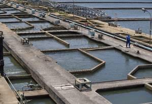 Tanques de tratamento de água da Estação de Tratamento do Guandu: Cedade estará na primeira leva de concessões de saneamento do PPI Foto: Antonio Scorza/12-11-2014