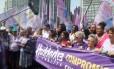 Haddad, ao centro, promoveu uma 'Caminhada com as Mulheres' em São Paulo