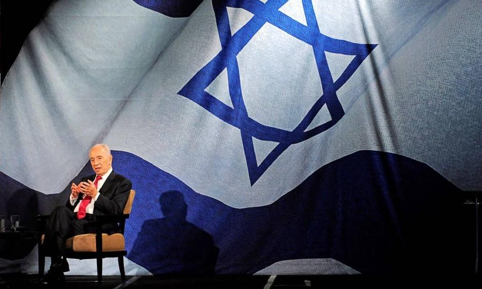 Em 2012, Shimon Peres, então presidente de Israel, faz discurso à comunidade judaica de Los Angeles Foto: PHIL MCCARTEN / REUTERS