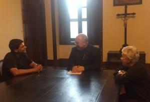 Candidato do PMDB à Prefeitura, Pedro Paulo se reuniu com o arcebispo do Rio, Dom Orani Tempesta (ao centro), acompanhado da vice em sua chapa, deputada estadual Cidinha Campos Foto: Fernanda Krakovics