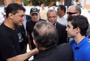 Indio da Costa (PSD), à esquerda, conversa com pastores e líderes evangélicos em evento de campanha no último domingo (11): candidato à prefeitura do Rio mantém embate com Crivella (PRB) Foto: Divulgação
