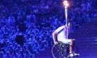 Uma nova chama . Sob chuva, o nadador Clodoaldo Silva conduz a chama até a pira na cerimônia de abertura da paralimpíada, a última de sua carreira de atleta: pioneiro em programa de transição para uma segunda inserção na sociedade Foto: YASUYOSHI CHIBA / / YASUYOSHI CHIBAAFP