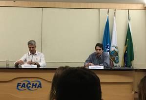 O candidato Alessandro Molon em palestra da faculdade Facha Foto: Thais Lobo