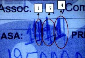Canhoto da compra de apartamento no Guarujá, assinado pela mulher do ex-presidente Lula, Marisa Letícia: documento, segundo o MPF, foi rasurado para esconder número de cobertura registrada em nome da empreiteira OAS, mas que seria propriedade de Lula Foto: Divulgação/MPF