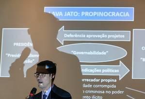 O procurador da República Deltan Dallagnol durante entrevista coletiva em que detalhou a denúncia contra o ex-presidente Lula Foto: Geraldo Bubniak / AGB